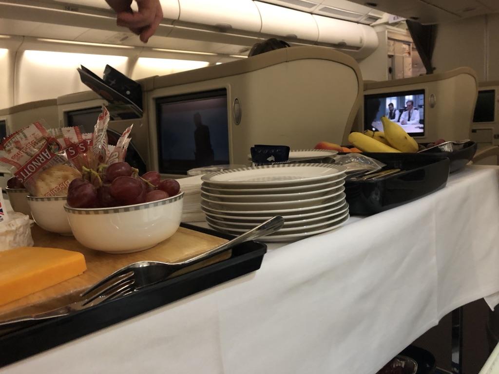 シンガポール航空 SQ452 エアバス A330-300 シンガポール モルディブ マレ ビジネスクラス 機内食 映画 サービス お盆 家族旅行 タダ