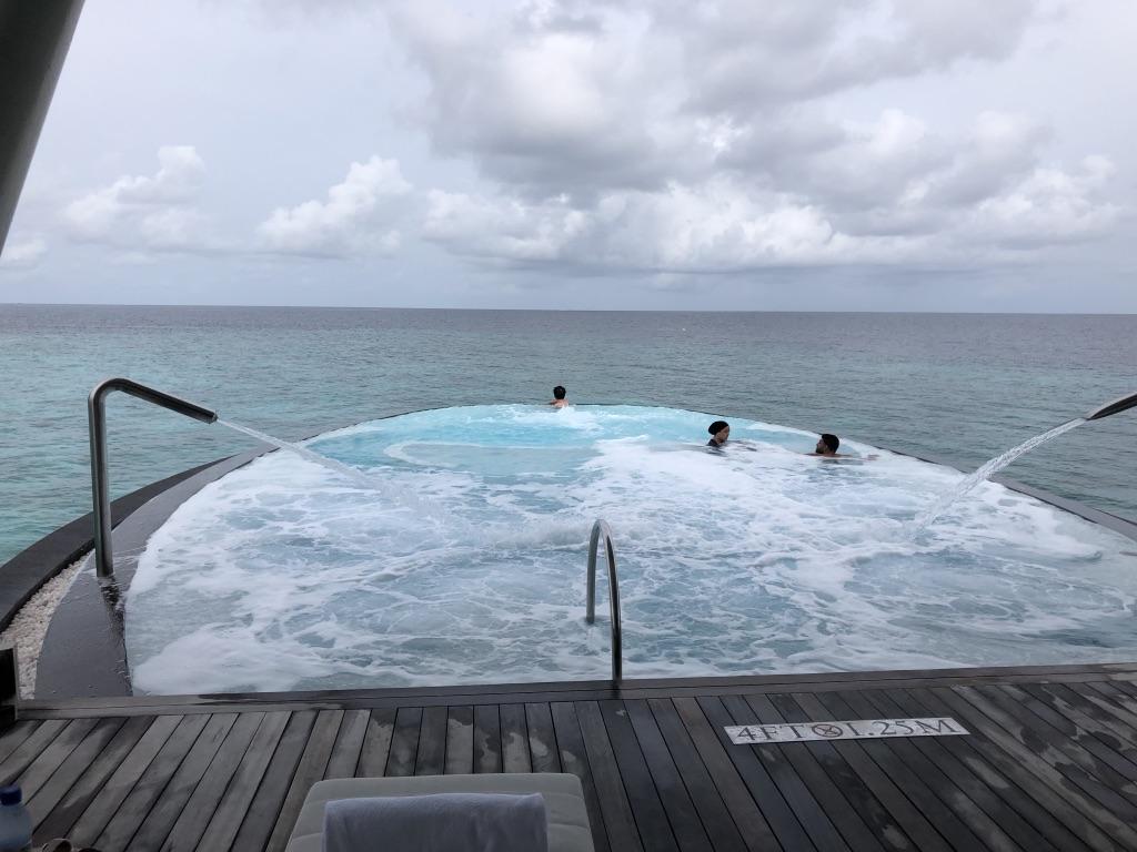 セントレジス ・モルディブ・ヴォンムリ・リゾート ハイドロセラピープール Hydrotherapy pool イリディウムスパ Iridium Spa 料金 感想 おすすめ 時間帯